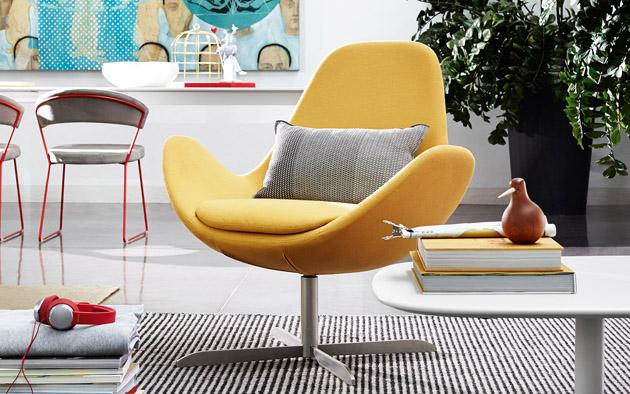 1. A sárga remekül passzol a retró stílushoz és egy-egy minőségi olasz bútor a lakás dísze lesz. Calligaris forgófotel a The Showroomtól.