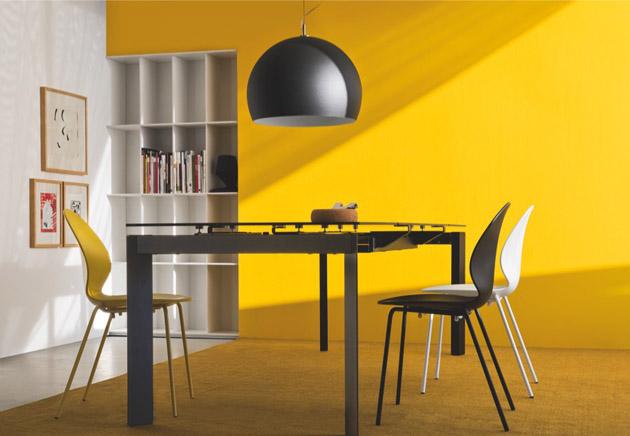 3. A sárgához a fekete is passzol és a végeredmény nagyon modern. - Calligaris étkezőasztal és székek a The Showroomtól.