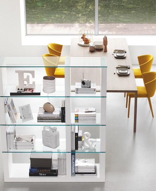 4. Ha nem a fal, sárga, akkor semleges térben a székek lehetnek színesek és kontrasztosak. - Sárga Calligaris székek a The Showroomtól.