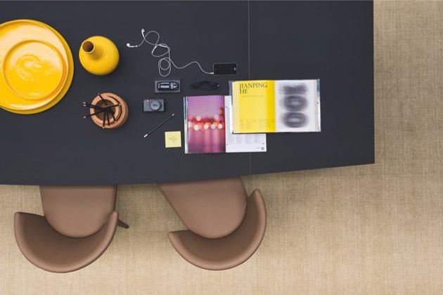 5. Néhány ragyogó sárga kiegészítő és máris ott a sárga az asztalon. - Calligaris váza és tál a The Showroomtól
