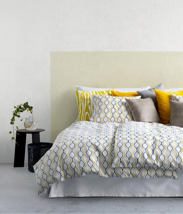 7. Egy új ágyruha némi sárgával és már a hálószobában érzed a tavaszt. - Ágyruha és sárga párnák a H&M HOME-tól.