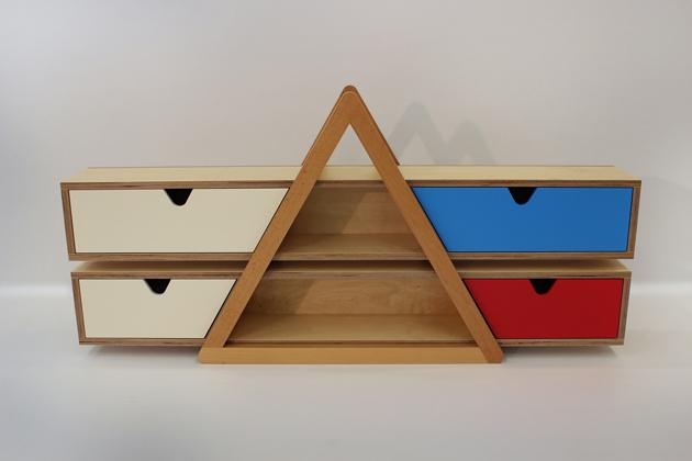 """""""Nappalidhoz mérten alakíts ki egyedi elrendezést egy vagy akár több PRISMA felhasználásával! Csúsztasd be a tároló dobozokat a helyükre és élvezd a színek játékát!"""" - Tervező: Ótott Kovács Ádám - Fotó: downloaddesign.hu"""