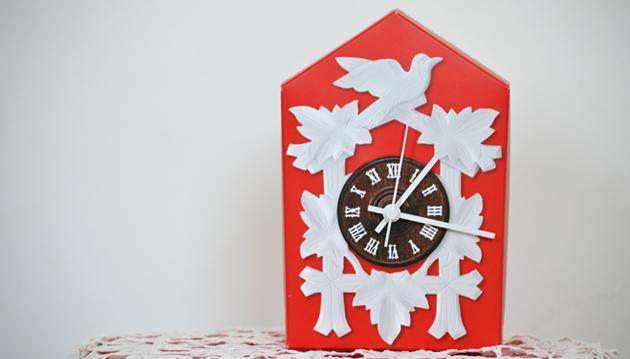 A kakukkos óra nem az én műfajom, de ez a stilizált, ám működőképes óra azonnal a szívem csücske lett. És a játék része volt, hogy én szerelhettem össze. (Fotó: Myreille)