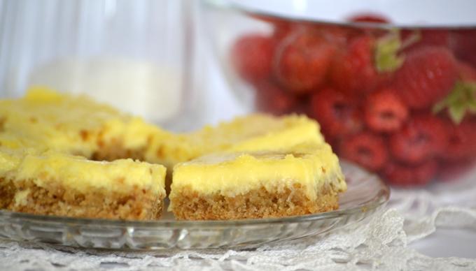 Születésnapomra: négyszögletű cheesecake friss málnával. /Fotó: Myreille