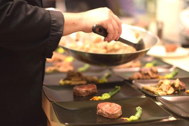 Steak vargányával, sült céklával és vajon sült cukkinivel/Fotó: Panyi Zsuzsi