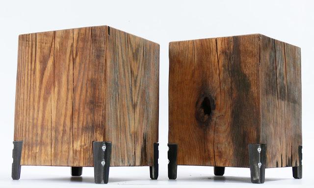 A tölgyfa bútorok vas lábakon állnak és olajos felületkezelést kaptak. /Design és fotó: Nyilas Kálmán