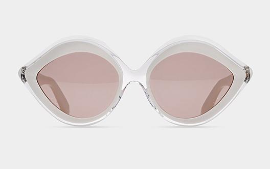 Babybaby: Idén nyáron is őrült divatos a krémszínű keret, de a rózsaszín lencsékkel a hatvanas évek idézi.