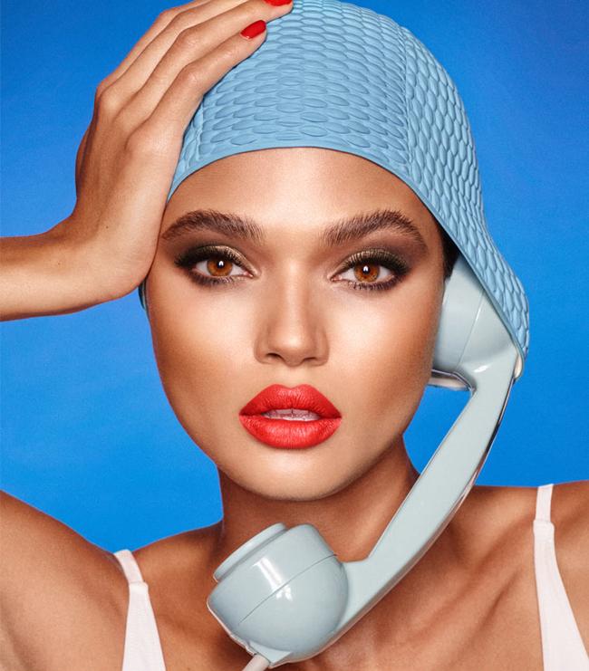 Megunhatatlan a téma. A modellt Charlotte Tilbury cuccokkal sminkelték.