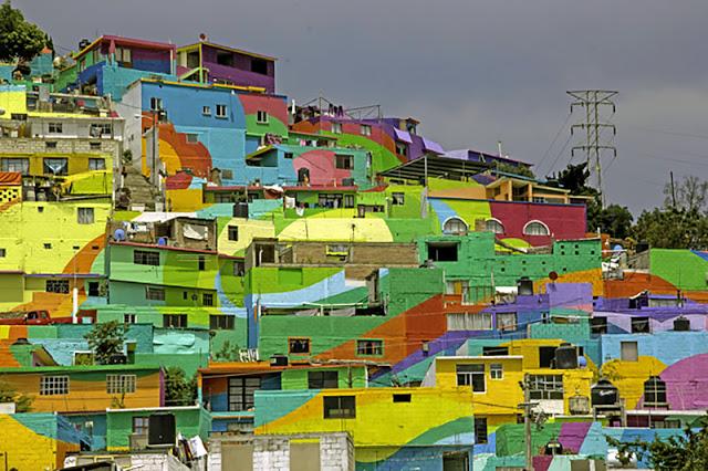 A gigantikus street art alkotás közelről, részleteiben, és messziről, teljes egészében is zseniális.
