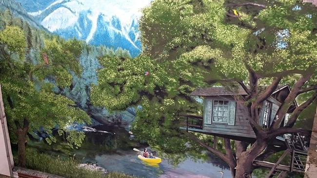Hegyek, erdő, lombház és a sárga csónak/Fotó: Neopaint