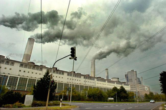 Frimmersdorfi erőmű, amely a WWF tanulmánya szerint Európa második legszennyezőbb erőműje./Fotó: WWF - Andrew Kerr