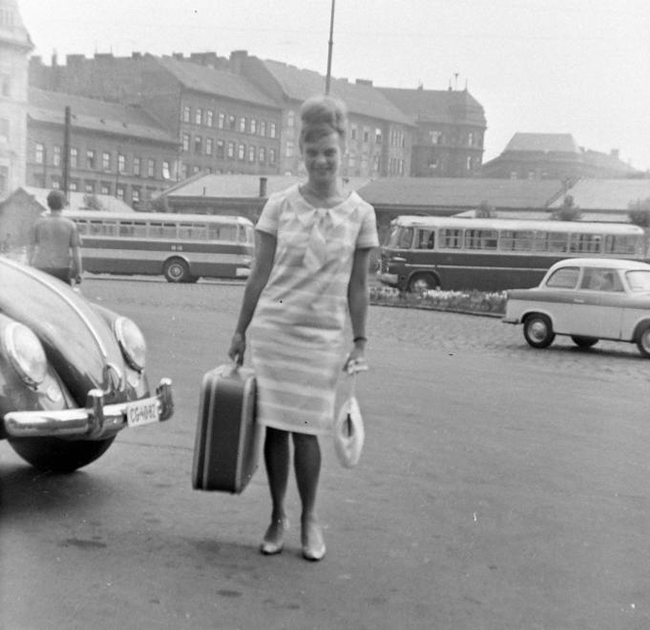 Szép remények: a legjobb ruhámban, egy bőrönddel megérkeztem Budapestre. Dátum: 1968 Fotó: Fortepan