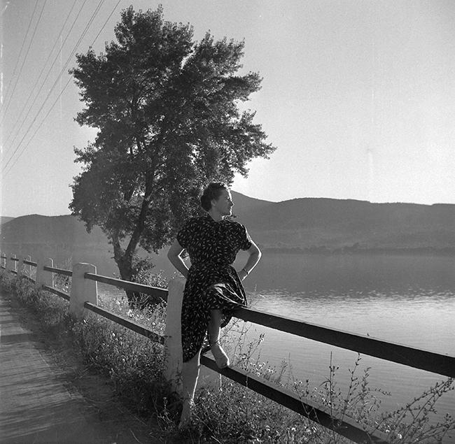 Divatfotó is lehetne. Dátum 1955 Fotó: Fortepan - Kotnyek Antal