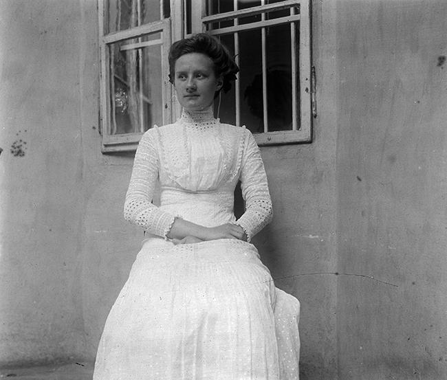 ... és felveszem a legszebb ruhámat. Dátum: 1903 Fotó: Fortepan-Schoch Frigyes