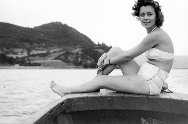 Nyári emlékek: víz, hajó, fürdőruha és csak az utóbbi árulja el, hogy nem idén nyáron készült a kép.  Dátum: 1953 Fotó: Fortepan