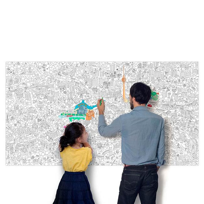 New York mellett még van óriási, színezhető térkép Berlinről...