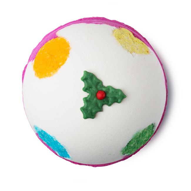 Christmas Pudding füdőgolyó, avagy LUXURY LUSH PUD a Lushtól. A tökéletes karácsony elmaradhatatlan része, amikor konyhában rohangálás helyett az ember lánya nyakig merül egy finom, illatos fürdőben...