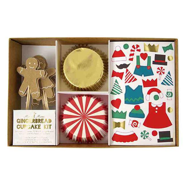 A csomag tartalmaz 24 db muffin kapszlit, 12 db mézeskalács figurát , 6 lapot ragasztható díszekkel és fonalat a dekoráláshoz.