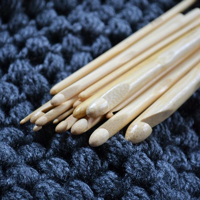 Ma megérkeztek a bambusz horgolótűim. 16 db és 2-estől 12-ig tartanak a méretek. (Fotó: Myreille)