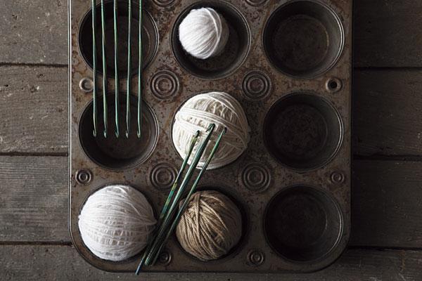 """Az egyik nagy kedvencem a """"Caspian Wood Crochet Hook"""" néven futó színes horgolótűkészlet a Knit Picks-tő."""