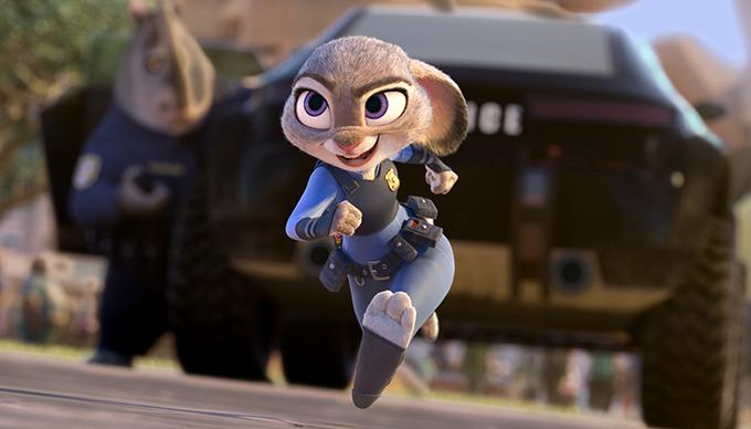 """Képzelj el egy világot, amelyben az állatok két lábon járnak, ruhát viselnek és a vadász és a préda békében élnek egymással. Nem, ez nem utópia, hanem """"Zootopia"""" Judy Hoppsnak, a zöldfülű rendőrnek, rá kell, hogy ébrednie, nem egyszerű feladat első nyuszinak lenni a nagy és erős állatokkal telezsúfolt rendőrségen. Judy azonban elszántan bizonyítani akar, ezért ugrik az első lehetőségre, hogy a végére járjon egy ügynek, még ha ez azt is jelenti, hogy együtt kell dolgoznia a gyors észjárású szélhámos rókával, Nick Wilde-dal."""