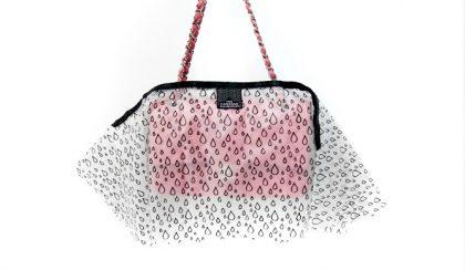 Őrület: esőkabát a kedvenc táskádnak