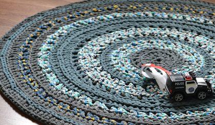 DIY: gyerekszoba szőnyeg pólófonalból