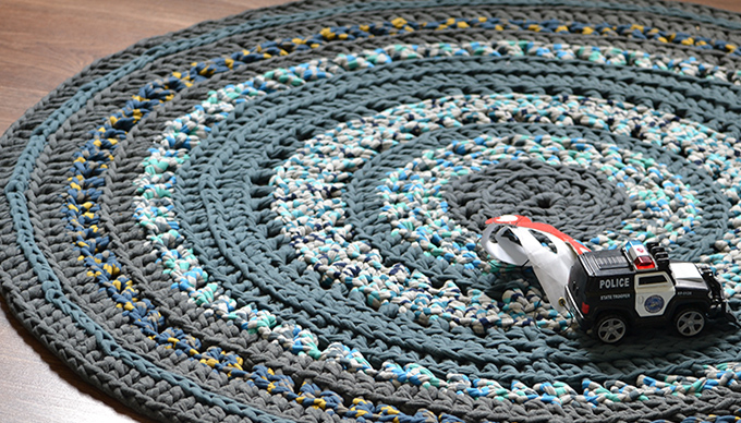 Dani kisajátította ezt a szőnyeget. Szerinte remek autópálya. (Fotó: Myreille)