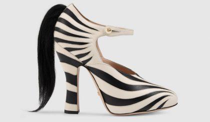 Zebra csíkos cipő kecskeszőr farokkal