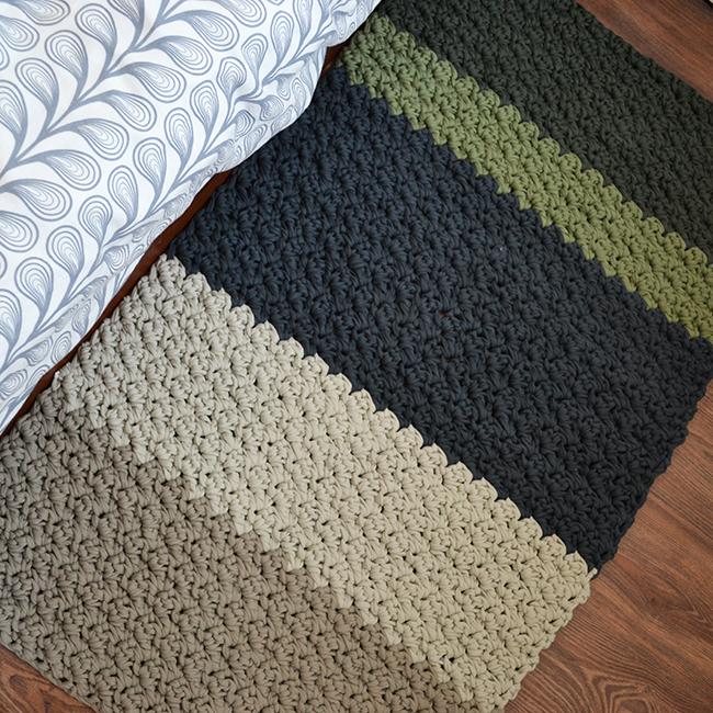 Talán csak elfogult vagyok, de annyira szépnek találom ezt a horgolt szőnyeget, hogy repdes a szívem. (Fotó: Myreille)