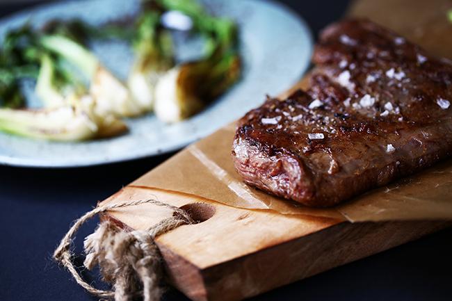 Wagyu Burger mellett az Nádor utcában steakeket is készítenek és van külön vacsora menü is.