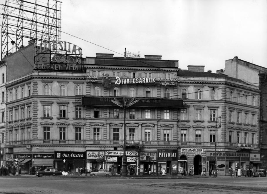 1960 Nincs Tungsram reklám, de felkerült a Divatcsarnok (Fotó: Fortepan, Budapest Főváros Levéltára)