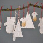 Karácsonyfadíszek levegőn száradó gyurmából