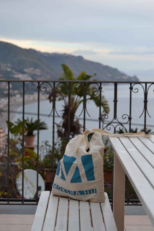 A moksha-táska Taorminában/Fotó: Myreille