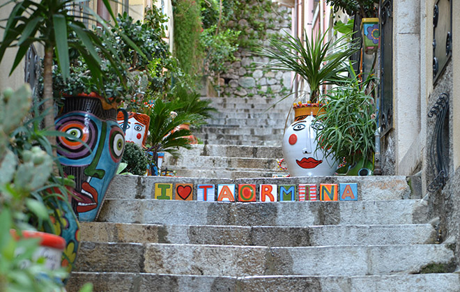 Kinek mivel van tele a feje...- Taormina/Fotó: Myreille