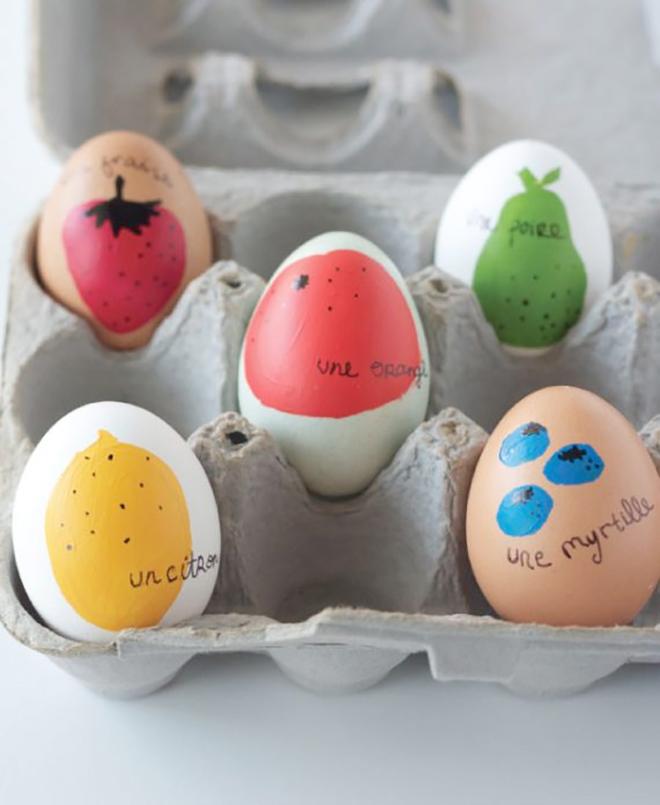 Fotó és ötlet: thealisonshow.com/ Franciául minden különlegesebb, még a tojásra festett eper, körte és citrom is.