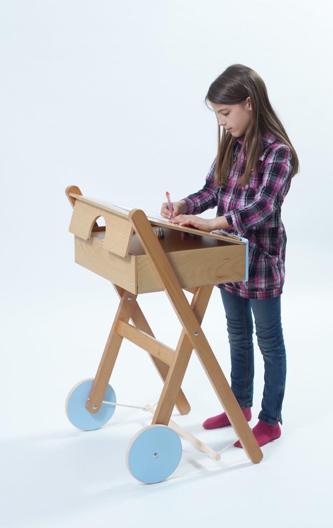 Taligáló, álló asztal – tanuló kocsi/tervező: Barbarics Enikő