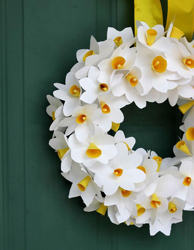 Fotó és ötlet: classic-play.com Művirágok helyett papír virágok, amelyeket gyerekekkel is el lehet készíteni. Részletes (képes) leírást itt találsz!