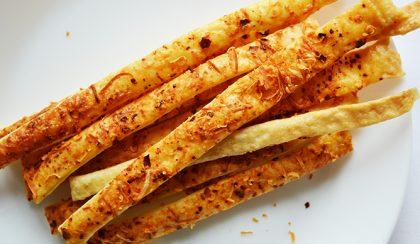 Csak 6 hozzávaló: Chilis-pecorinós stangli