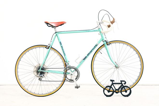 On-Bicycle-Stand-Yuma-Kano-3