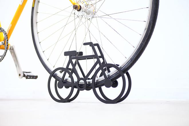 On-Bicycle-Stand-Yuma-Kano-5