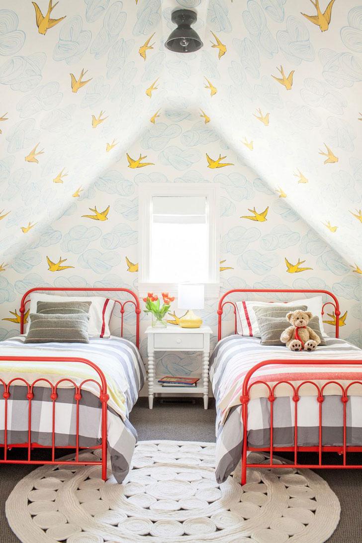 """Szeretem ennek az """"alvószobának"""" a hangulatát, színeit, de elképzelni nem tudom, hogy a virágot a vázával együtt ne 2 mp belül rúgnák le a fiaim...."""