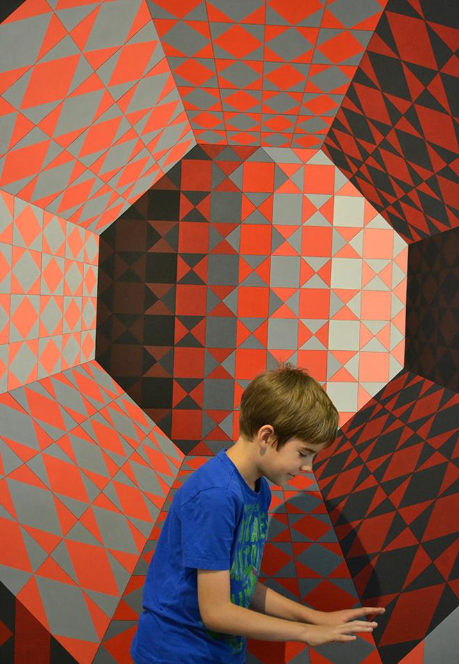 Zsombi és Vasarely - Vasarely Múzeum, Budapest/Fotó: Myreille