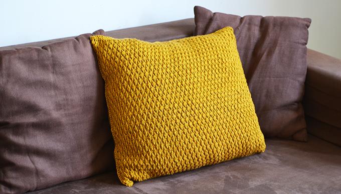 Az új horgolt párna a kanapén/Fotó: Myreille