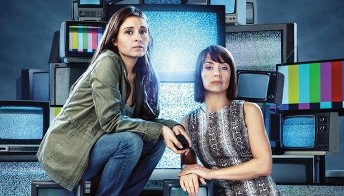 UnREAL: Rachel (Shiri Appleby) és Quinn (Constance Zimmer) megcsinálja az Everlasting realityt.