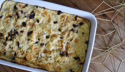 Vaníliás-mazsolás kenyérpuding a tökéletes hygge hangulathoz