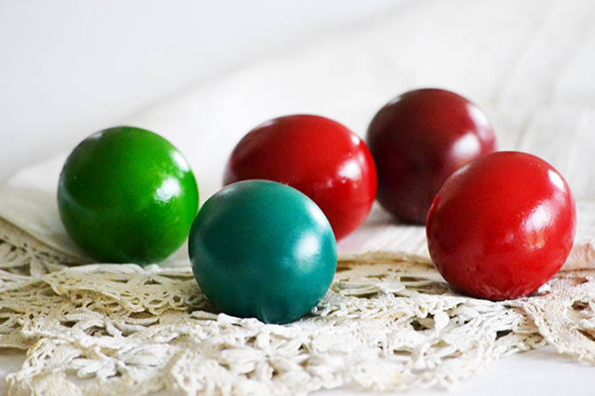 Húsvét: tojásfestés ételfestékkel/Fotó: Myreille