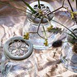 Szépség és praktikum: üvegvázák sárgaréz tetővel