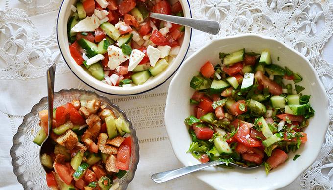 Három uborka-paradicsom-hagyma salátával a világ körül