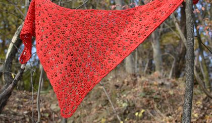 Horgolt, piros kendő (crocheted red triangle scarf)